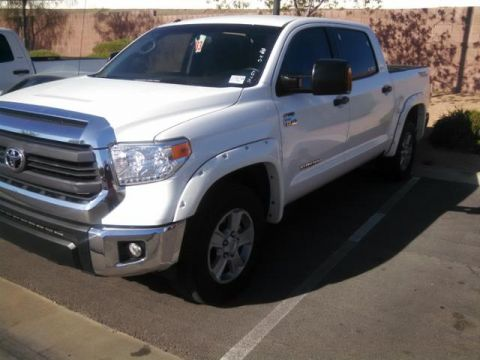 Certified Pre-Owned 2015 Toyota Tundra 4WD CrewMax 5.7L FFV V8 6-Spd AT SR5 (N 4WD